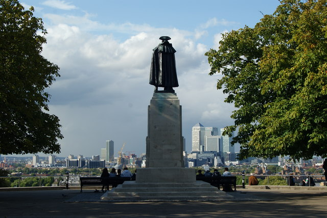 © Peter Trimming Wolfe of Quebec gazing over Canary Wharf